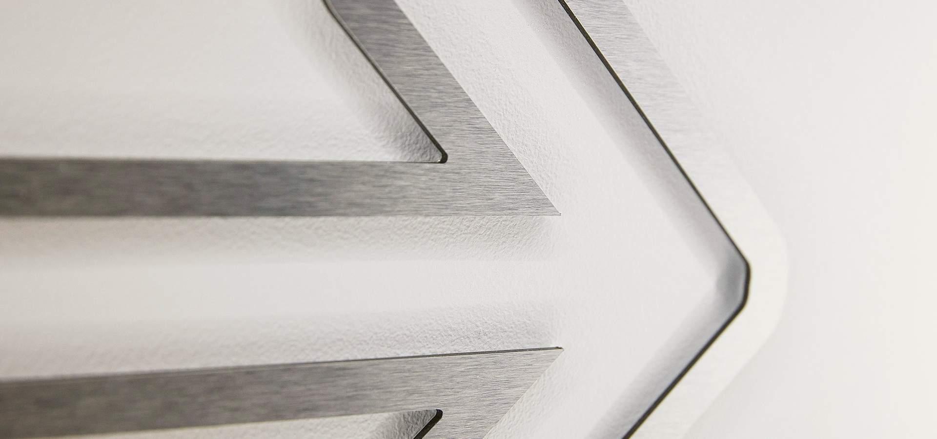 Logo métal brossé argent