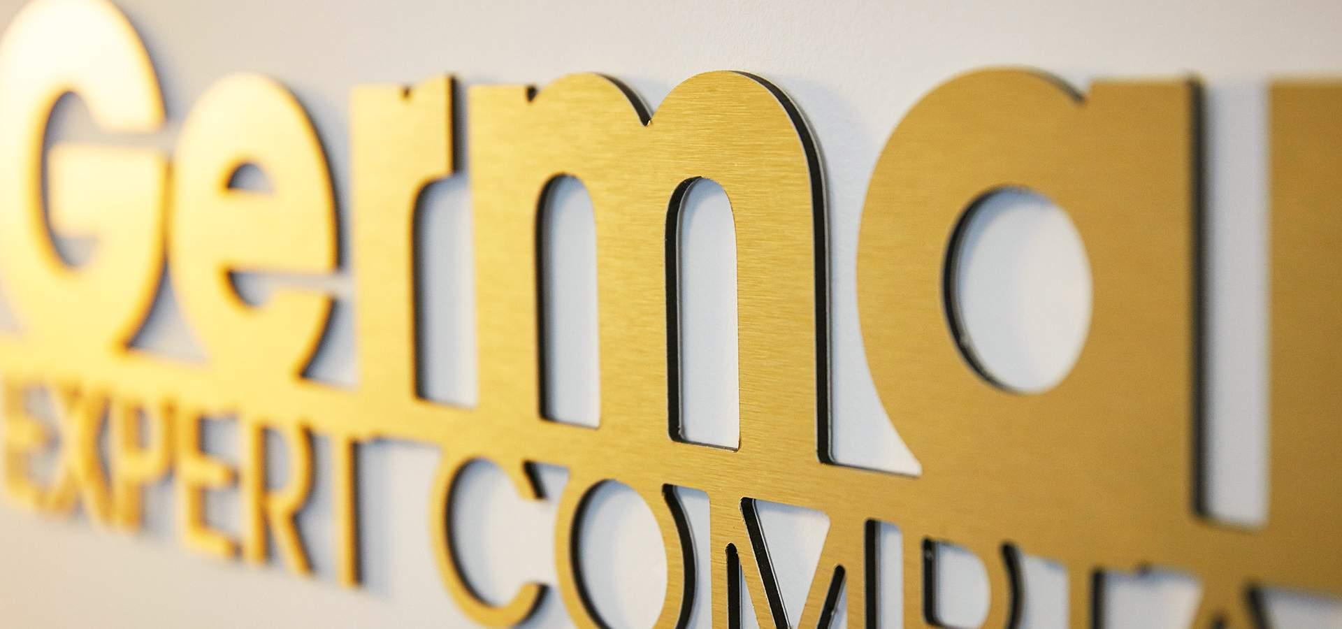 Logo métal brossé or