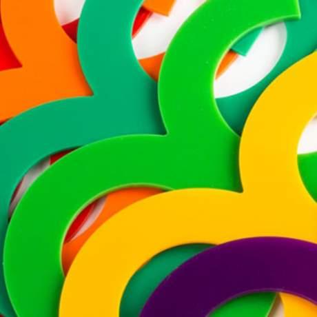 Lettre et logo plexi coloré